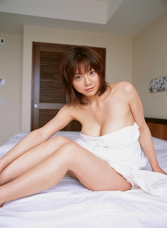 相澤仁美さんのインナー姿